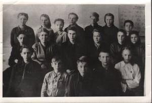 ПМОФ-276. Учитель Зязева Людмила Федоровна со своим классом 1959 год