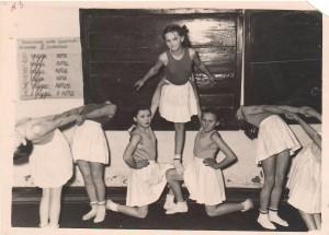 ПМОФ-277. Выступление учащихся 5 класса Аксарковской средней школы 1958 год