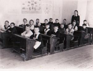 поселок Аксарка,школа 2 класс 1950-1951г.г.